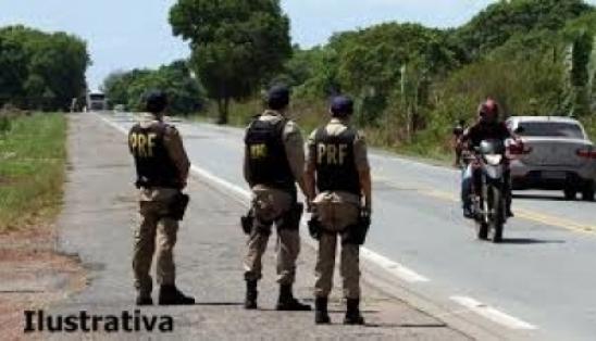 Resultado de imagem para Motoqueiro tenta subornar PRF e vai preso em Parnaíba