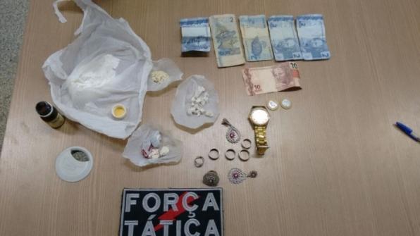 Força Tática detém mulher por tráfico de drogas em Ariquemes