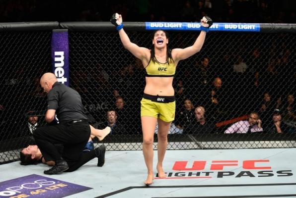 Após vitória sobre Sara McMann, Ketlen Viera entra no top 10 dos galos do UFC