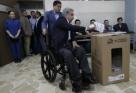 Equador decide pelo fim da reeleição indefinida em referendo