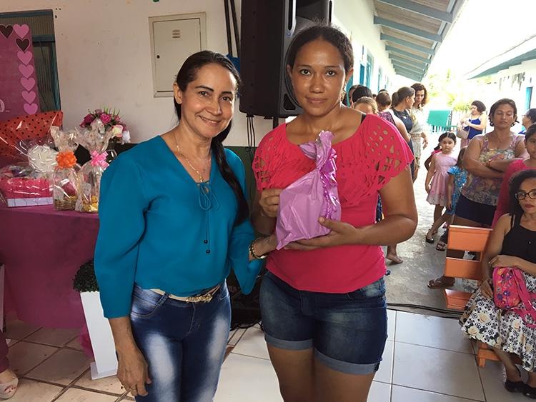 CRECHE MUNICIPAL SÃO FRANCISCO DE ASSIS REALIZA COMEMORAÇÃO DO DIA DAS MÃES