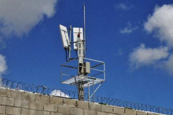 Comissão analisa projeto que garante recursos para bloqueadores de celular em presídios