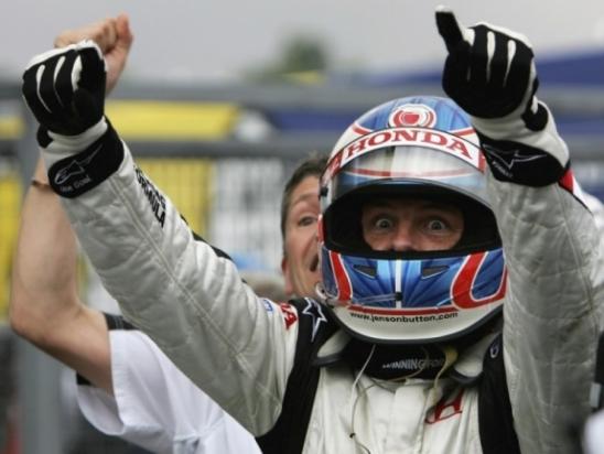 Jenson Button conquistou primeira vitória na Fórmula 1 vindo do meio do pelotão
