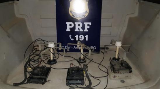 Em Ariquemes, PRF prende trio com rádios clandestinos