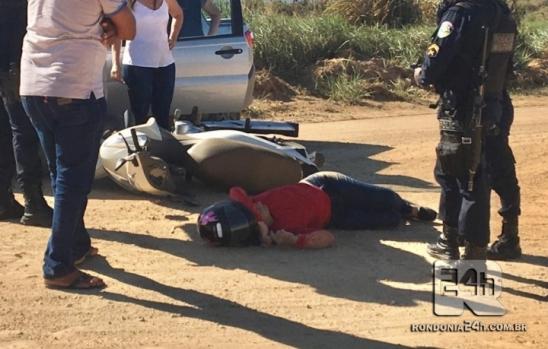 Mulher cai ao solo após acidente em cruzamento da Airton Senna, em Monte Negro
