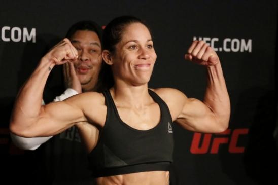 Primeira mulher a lutar no UFC, Liz Carmouche é dispensada no meio de ação promocional