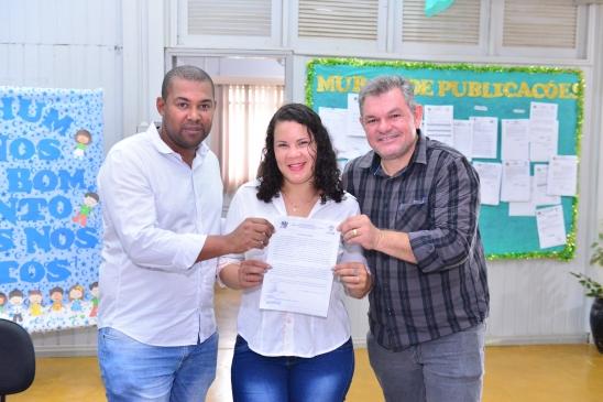 Prefeito empossa 25 candidatos aprovados em concurso público de Monte Negro, em RO