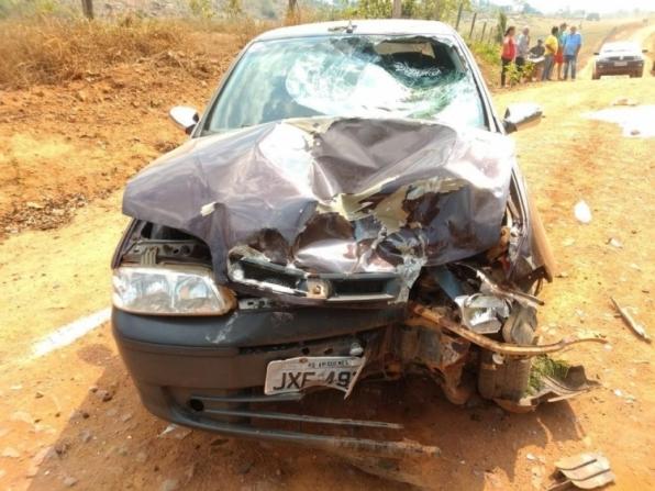 Casal morre ao ter moto atingida por carro de motorista sem CNH, em RO